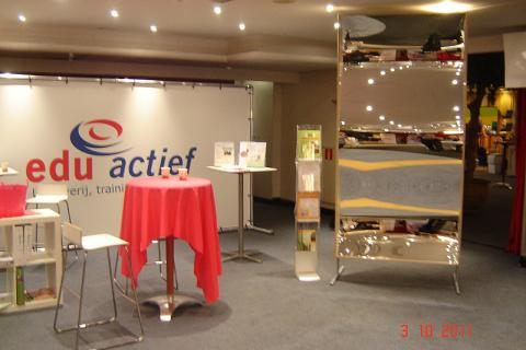 Do you want a good eye-catcher on your exhibition stand? Your potential customers cannot ignore our XXL mirror!