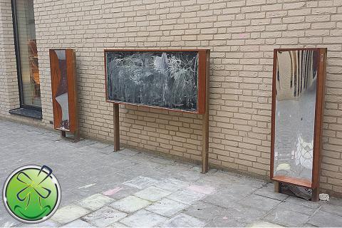 Tableau noir et 2 bambin miroir déformant. 120 x 40 cm. Utilisation en extérieur.